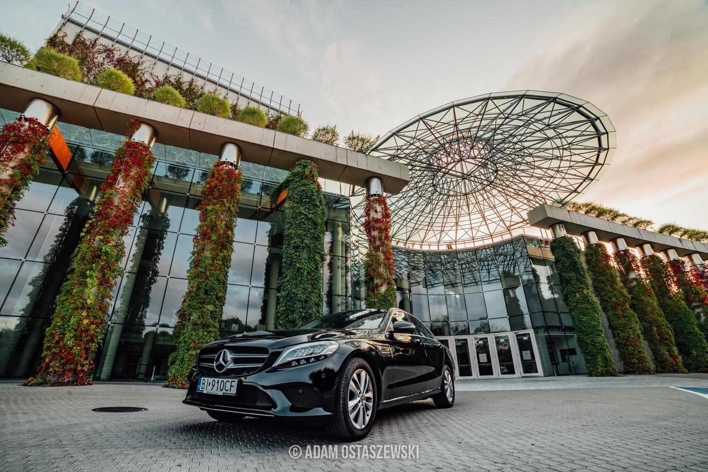 fotografia architektury, fotografia motoryzacyjna, samochód, auto, Mercedes c180 Białystok, opera i filharmonia podlaska