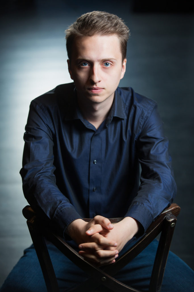 Adam Ostaszewski filmowiec fotograf Białystok portret Opera i Filharmonia Podlaska